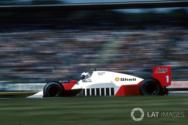 Казалось, гонка спокойно движется к финишу. Пике вернулся на первое место, пара McLaren была хоть и близко, но ни один из гонщиков не имел реальных шансов поспорить с лидером. Как вдруг по ходу последнего круга Росберг и Прост резко потеряли скорость…