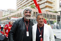 Jean Alesi et Flavio Briatore sur la grille