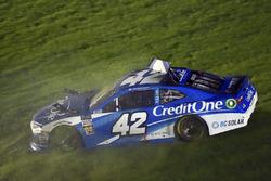 Kyle Larson, Chip Ganassi Racing, Chevrolet Camaro Credit One Bank spins
