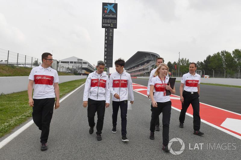 Charles Leclerc, Sauber camina por la pista