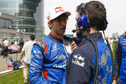 Pierre Gasly, Toro Rosso, on the grid with an engineer