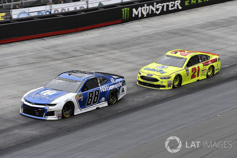 Alex Bowman, Hendrick Motorsports, Chevrolet Camaro Nationwide and Paul Menard, Wood Brothers Racing, Ford Fusion Menards / Dutch Boy