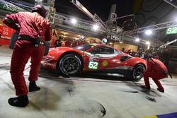 #52 AF Corse Ferrari 488 GTE EVO: Toni Vilander, Antonio Giovinazzi, Pipo Derani, pit stop