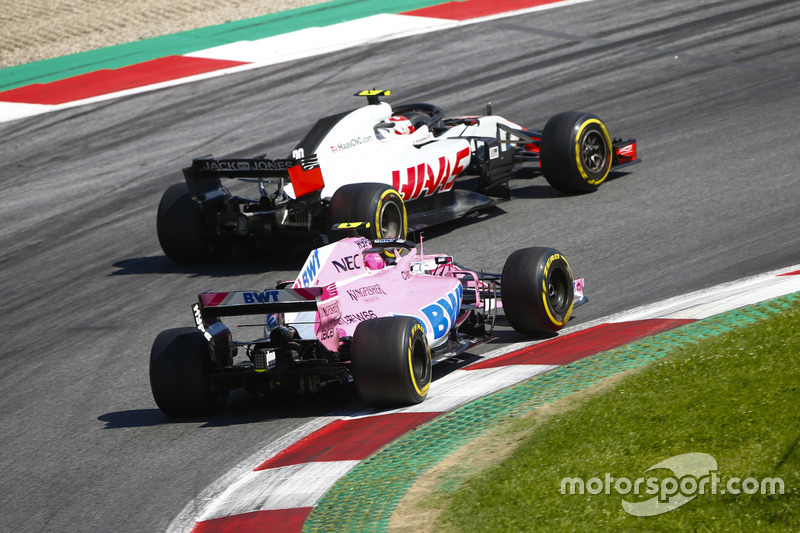 Kevin Magnussen, Haas F1 Team VF-18, lotta con Esteban Ocon, Force India VJM11