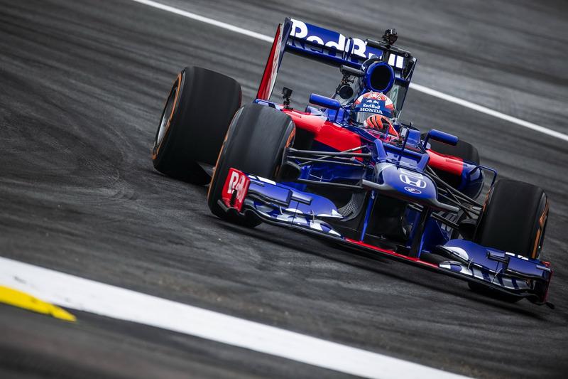 Marc Marquez mengetes mobil Formula 1