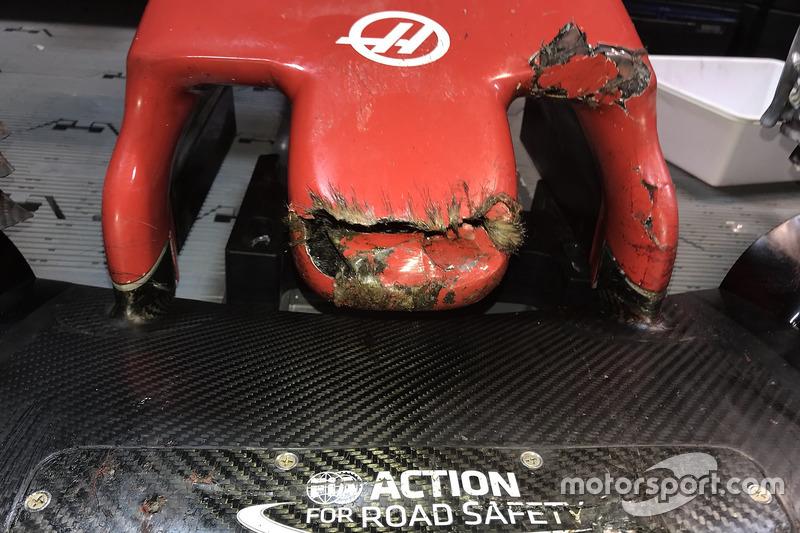 Носовой обтекатель Haas F1 Team VF-18 Ромена Грожана после столкновения с сурком