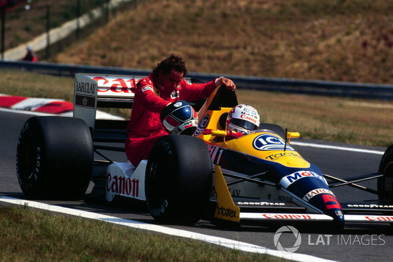 9. La única derrota del MP4/4 ese año fue provocada por un toque de Senna con Jean-Louis Schelesser a dos vueltas del final del GP de Italia. El francés reemplazaba a Nigel Mansell en Williams después de que el británico contrajera la varicela durante el verano europeo y corriera en Hungría desoyendo los consejos de los médicos. Debido al esfuerzo en Hungaroring, su situación se agravó y el piloto no compitió ni en Bélgica (sustituido por Martin Brundle) ni en Italia, cuando Schlesser se subió al coche.