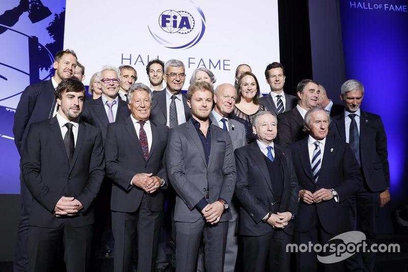 Foto de grupo de los pilotos del Salón de la Fama
