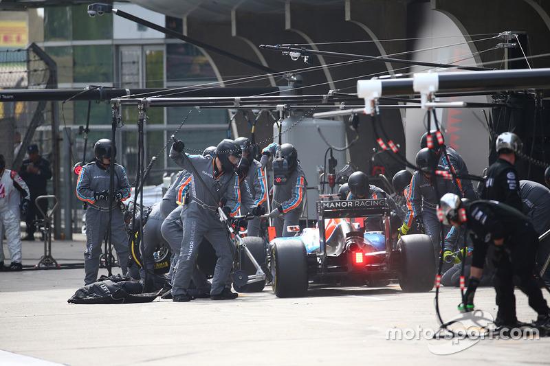 Pascal Wehrlein, Manor Racing MRT05 pit stop
