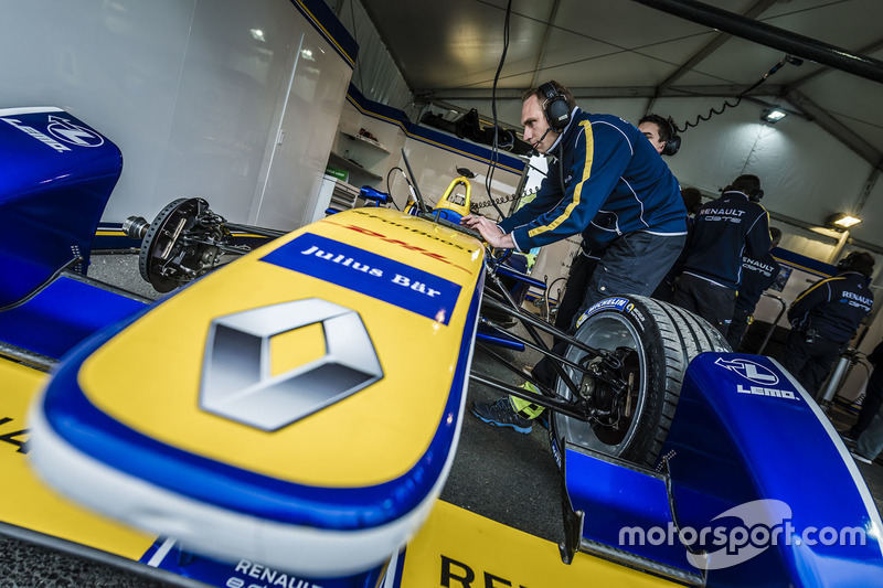Renault e.Dams engineer at work