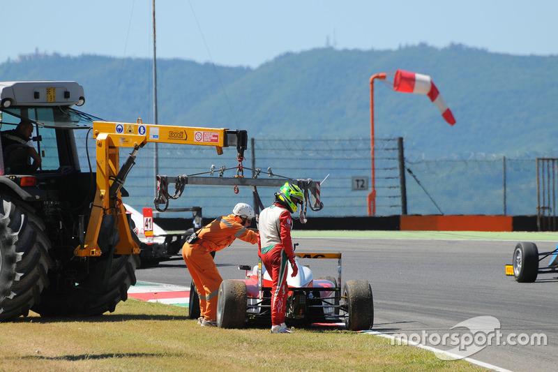 Mick Schumacher, Prema Powerteam si ritira dalla gara dopo l'incidente con il compagno di squadra Juan Manuel Correa, Prema Powerteam