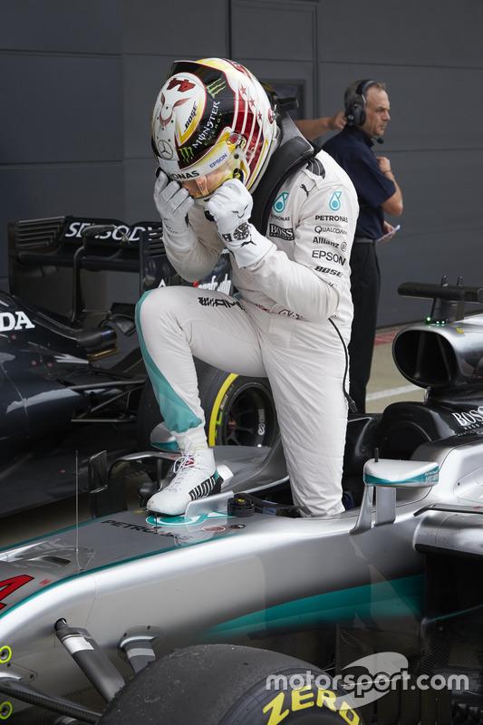 Lewis Hamilton, Mercedes AMG F1 celebrate his pole position