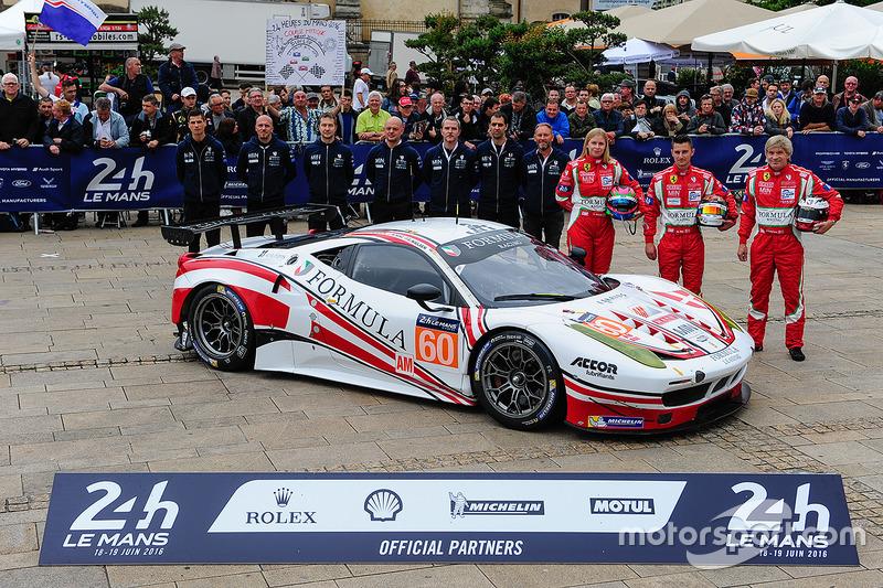 #60 Formula Racing Ferrari 458 Italia: Крістіна Нільсен Міккель Мак, Джонні Лаурсен