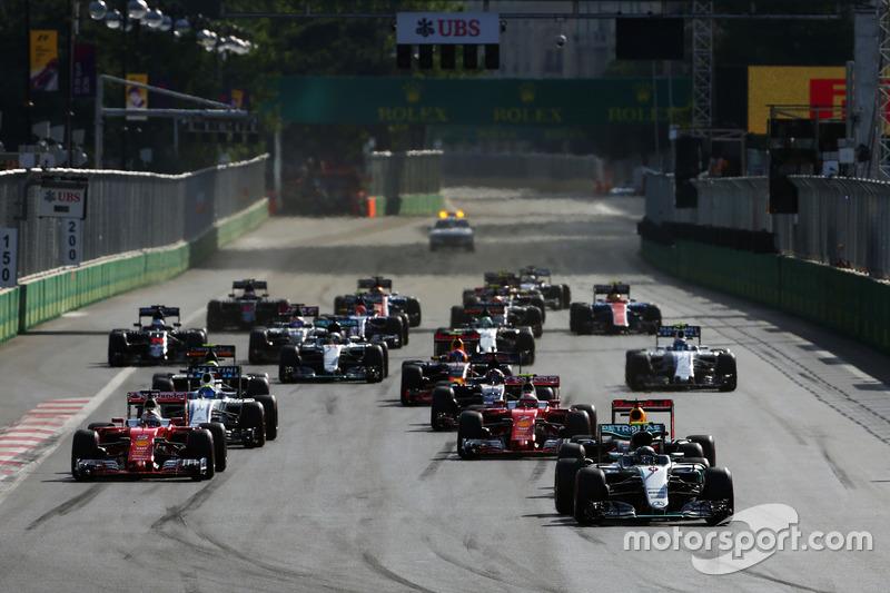 Nico Rosberg, Mercedes AMG F1 W07 Hybrid vooraan bij de start