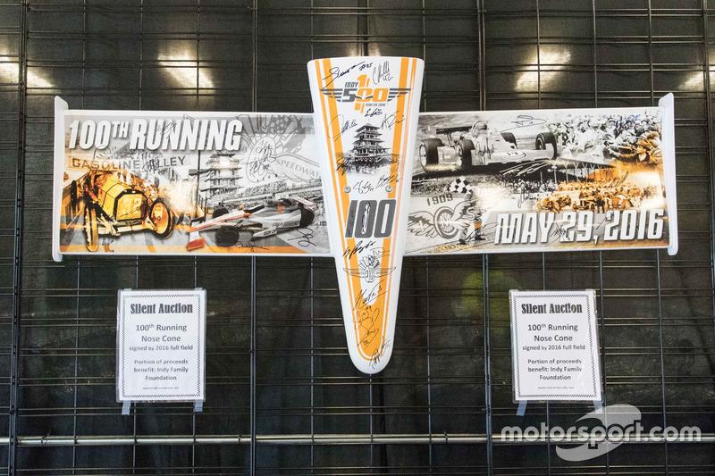 """""""无声的竞拍""""——第100届Indy 500大赛所有车手签名的鼻翼"""