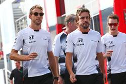 Дженсон Баттон, McLaren, и Фернандо Алонсо, McLaren