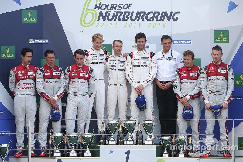 Podio: ganadores carrera Timo Bernhard, Mark Webber, Brendon Hartley, Porsche Team, segundo lugar Lucas di Grassi, Loic Duval, Oliver Jarvis, Audi Sport Team Joest, tercer lugar Marcel Fässler, Andre Lotterer, Audi Sport Team Joest