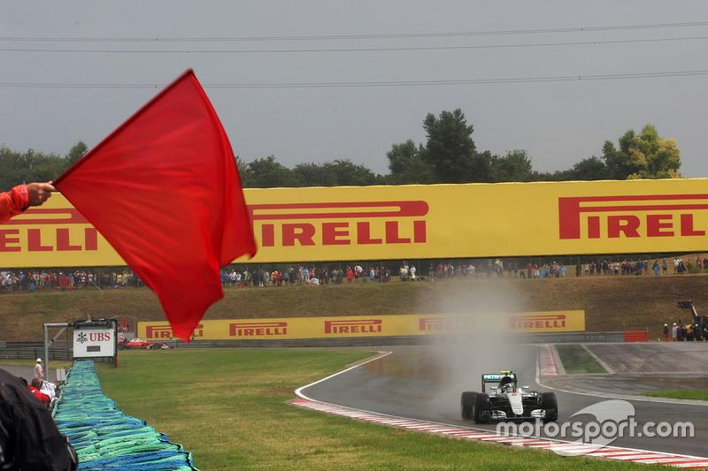 Квалификация в Венгрии затянулась надолго из-за дождя