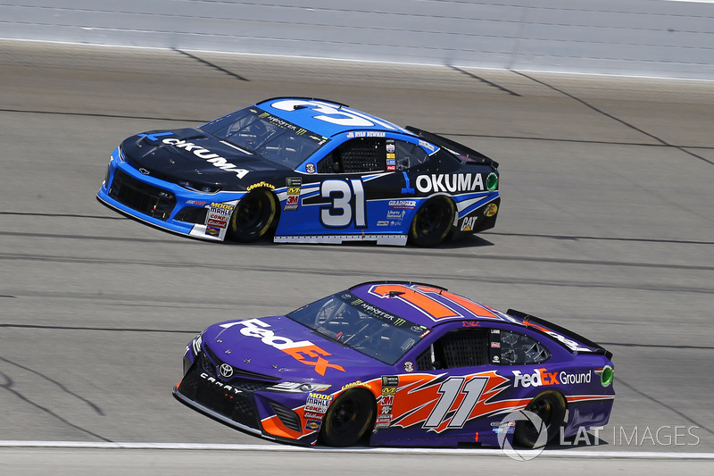 Denny Hamlin, Joe Gibbs Racing, Toyota Camry FedEx Ground e Ryan Newman, Richard Childress Racing, Chevrolet Camaro