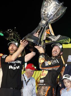 NASCAR Cup-Champion 2017: Martin Truex Jr., Furniture Row Racing Toyota, mit Crewchief Cole Pearn