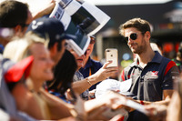 Romain Grosjean, Haas F1 Team, meets some fans