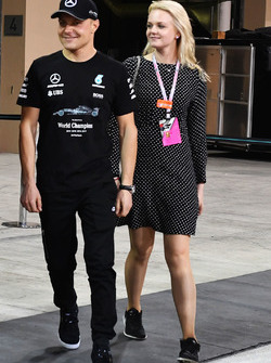 Race winner Valtteri Bottas, Mercedes AMG F1 and wife Emilia Pikkarainen, at the team celebrations