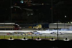 Brad Keselowski, Team Penske Ford Fusion crashes