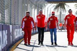 Sebastian Vettel, Ferrari ve Maurizio Arrivabene, Takım Patronu, Ferrari pist yürüyüşü