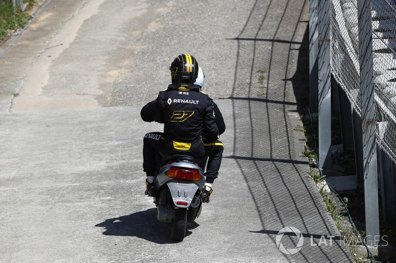 Nico Hulkenberg, Renault Sport F1 Team R.S. 18.vuelve a boxes en moto