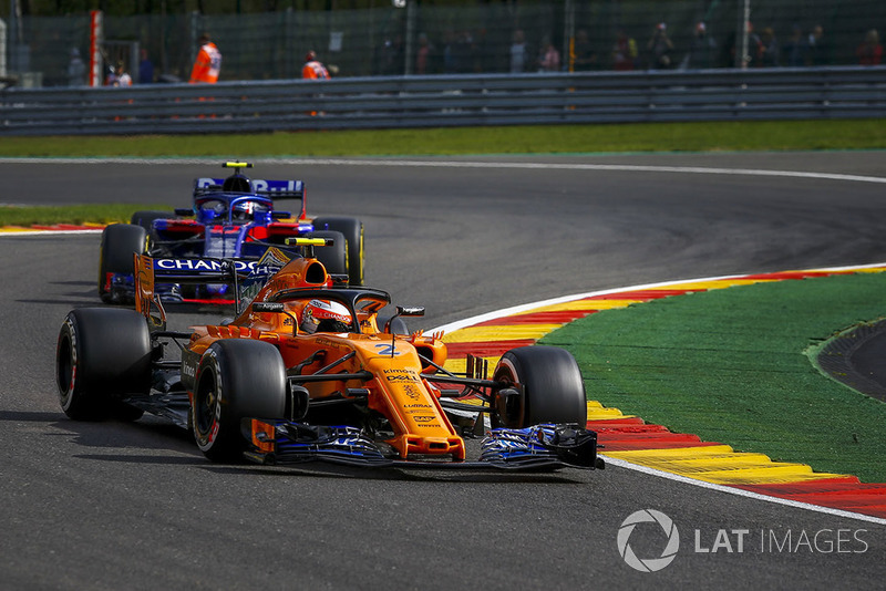 Lando Norris, McLaren MCL33 and Brendon Hartley, Scuderia Toro Rosso STR13