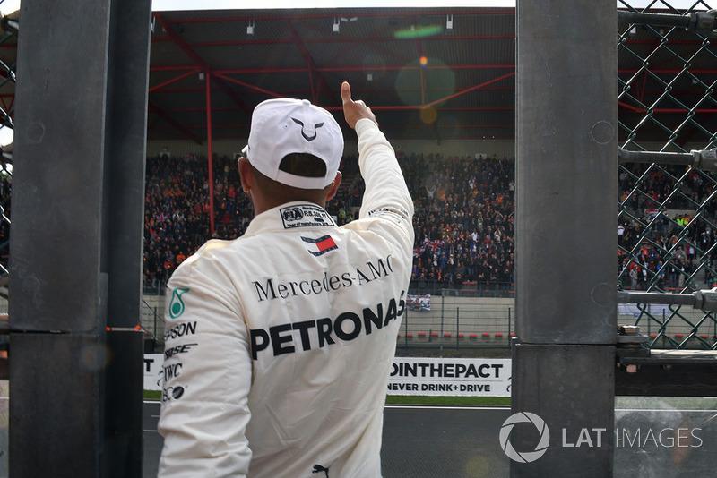 Lewis Hamilton, Mercedes AMG F1, dans le parc fermé