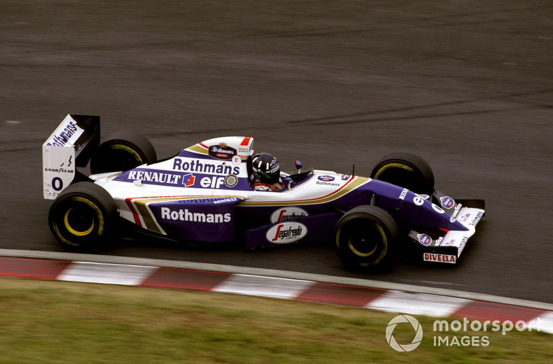 Для победы Хиллу не просто нужно было финишировать впереди Шумахера, но еще и ликвидировать это отставание. Весь тот уик-энд Шумахер провел на высоте, и представить, что Хиллу это удастся, было сложно. Но ему помогло то, что Williams и Benetton выбрали для своих лидеров разную стратегию