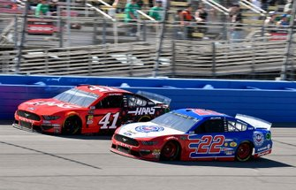 Daniel Suarez, Stewart-Haas Racing, Ford Mustang Haas Automation and Joey Logano, Team Penske, Ford Mustang AAA Southern California