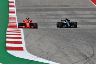 Kimi Raikkonen, Ferrari SF71H and Lewis Hamilton, Mercedes-AMG F1 W09 battle
