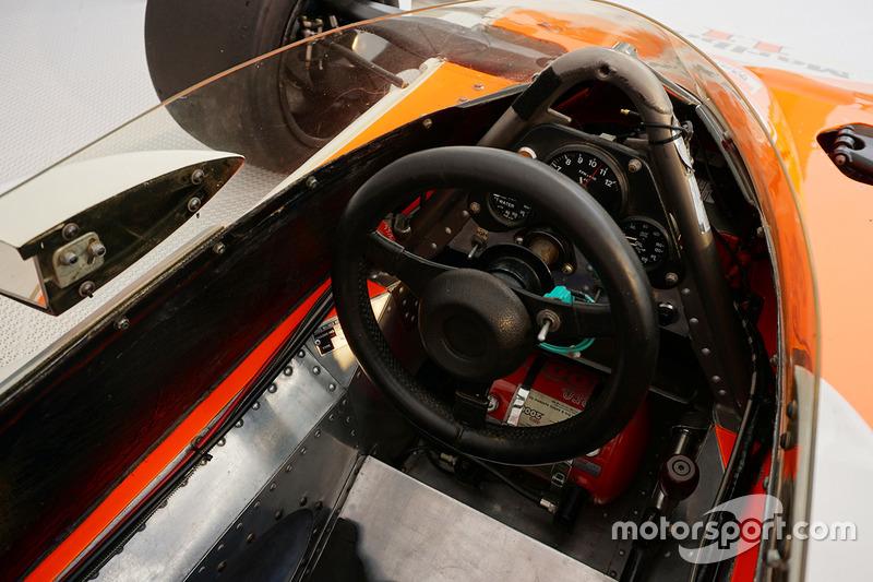 McLaren M23, который пилотировал Эмерсон Фиттипальди