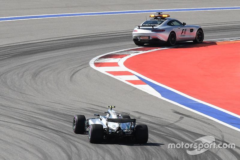 Автомобиль безопасности перед Валттери Боттасом, Mercedes AMG F1 W08