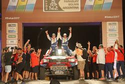 #310 Toyota: Erik van Loon, Wouter Rosegaar at the finish