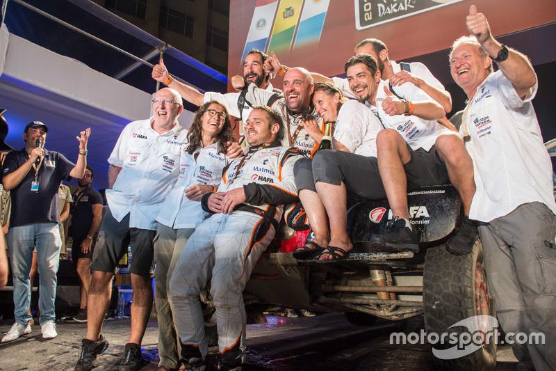 #352 BMW: Philippe Croizon, Cedric Duple con el equipo