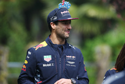 Daniel Ricciardo, Red Bull Racing, wears some amusing head gear