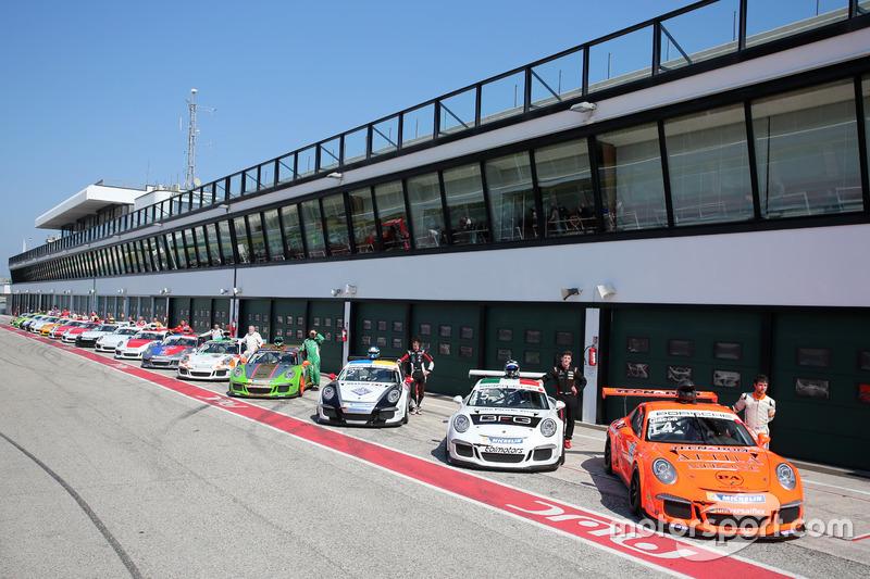 Porsche 911 GT3 Cup schierate sulla pitlane