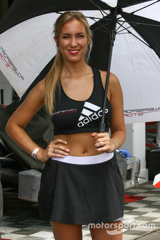 Chica de la parrilla Argentina Adidas Powersport