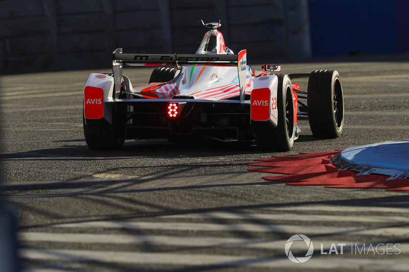 nick heidfeld mahindra racing eprix de paris photos formule e. Black Bedroom Furniture Sets. Home Design Ideas