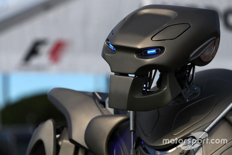 Робот Titan