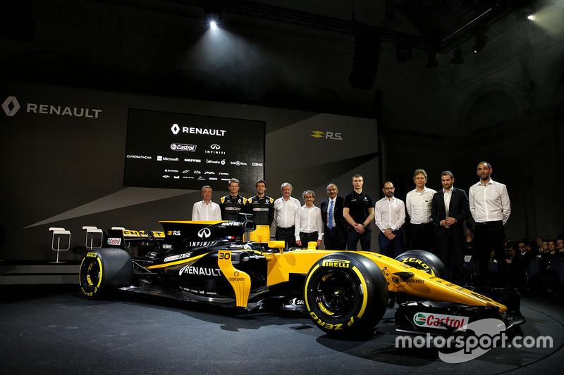 (Зліва направо): Боб Белл, головний інженер Renault Sport F1 Team; Ніко Хюлькенберг, Renault Sport F1 Team; Джоліон Палмер, Renault Sport F1 Team; Джером Столл, президент Renault Sport F1; Ален Прост, третій пілот Renault Sport F1 Team; Тьєрі Коскас, екскл
