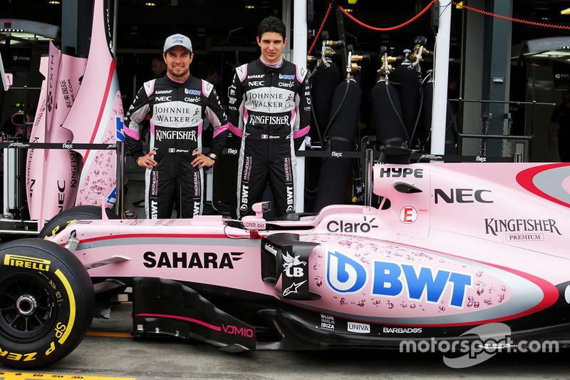 Sergio Perez und Esteban Ocon mit dem Force India F1 VJM10