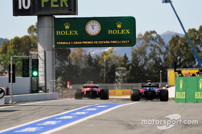 Carlos Sainz Jr., Scuderia Toro Rosso STR12 and Kimi Raikkonen, Ferrari SF70H