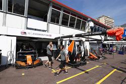 Le garage de Jenson Button, McLaren
