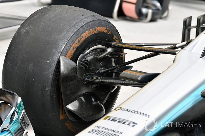 Передня підвіска Mercedes-Benz F1 W08 Hybrid