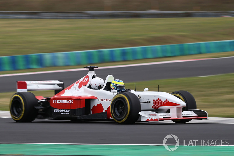 Zsolt Baumgartner, pilote de la biplace F1 Experiences