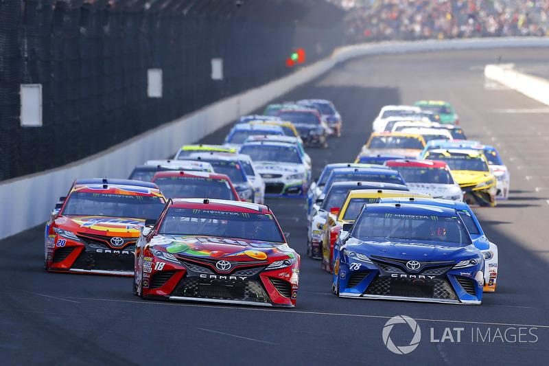 Kyle Busch, Joe Gibbs Racing Toyota, Martin Truex Jr., Furniture Row Racing Toyota, Matt Kenseth, Joe Gibbs Racing Toyota